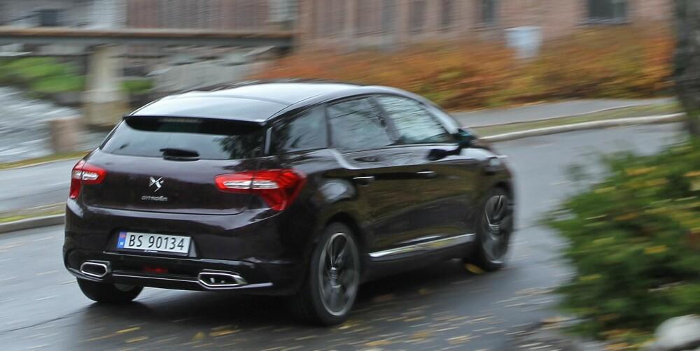 LITT CITROËN: Bilen heter nå offisielt DS, men Citroën har ikke fjernet navnet sitt på bakluka ennå. Det vil skje når nye modeller og nye facelifter kommer. FOTO: Petter Handeland