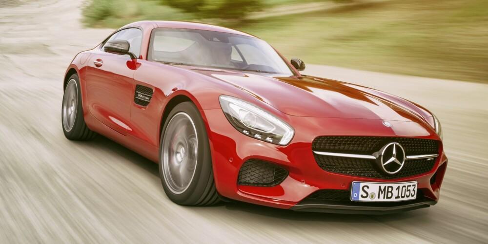 SMALERE: GT er to centimeter smalere enn SLS. FOTO: Daimler AG