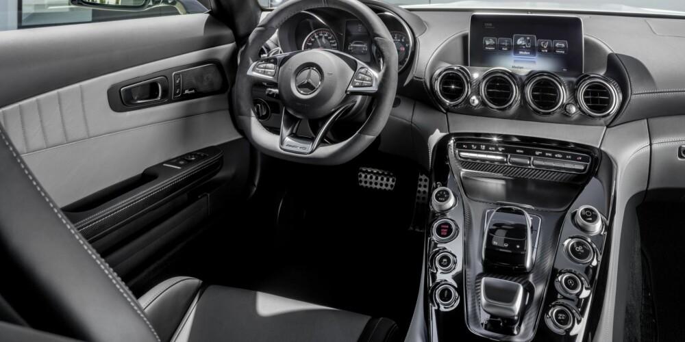 IKKE TRE: Ikke noe treverk her, nei. FOTO: Daimler AG