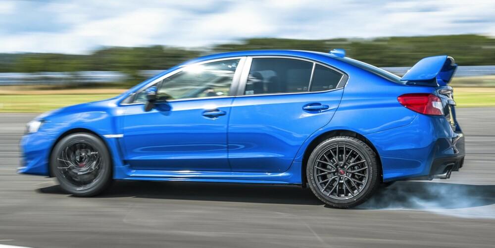 Subaru WRX STI har en råskap som Golf R ikke kan matche. FOTO: TopGear