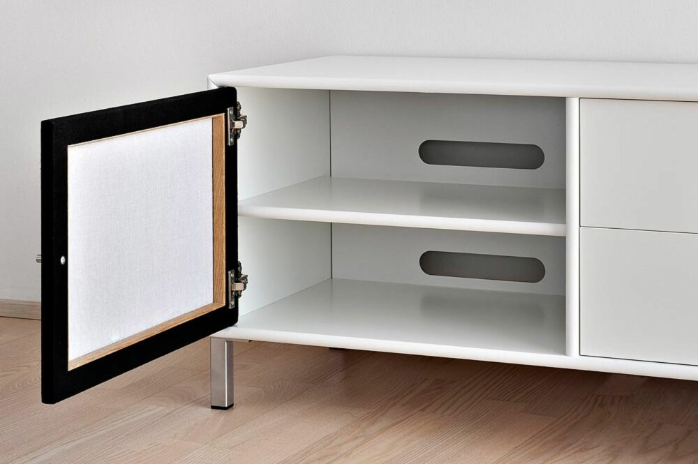 ELEGANT: Danske Frislev får du kjøpt flatpakket, men har elegante løsninger for kabelhåndtering.