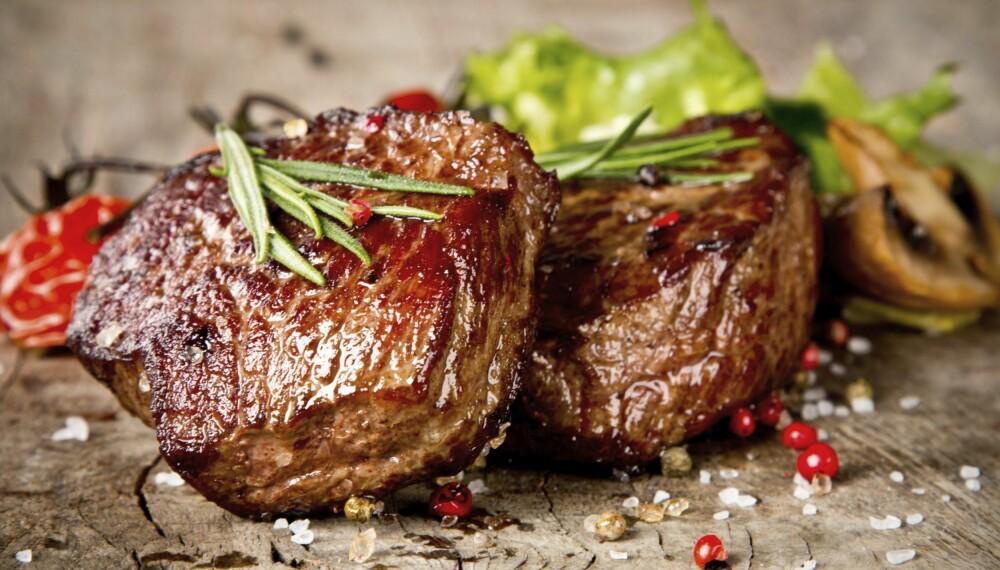 SAFTIG KJØTT: Journalist og blogger PT-Pia (25) koser seg når hun får spise kjøtt.