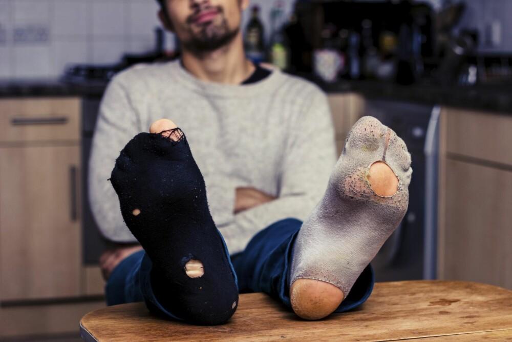 KAST: Du vet nok akkurat hvilke sokker fra undertøyskuffen som kan kastes akkurat nå - så sett igang og kast!