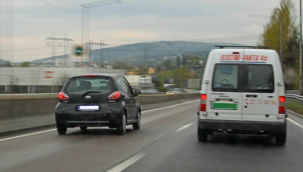 MOTORVEI: Å kjøre forbi i høyrefeltet er forbudt, men du kan komme unna med det dersom det kan defineres som en passering. FOTO: Petter Handeland