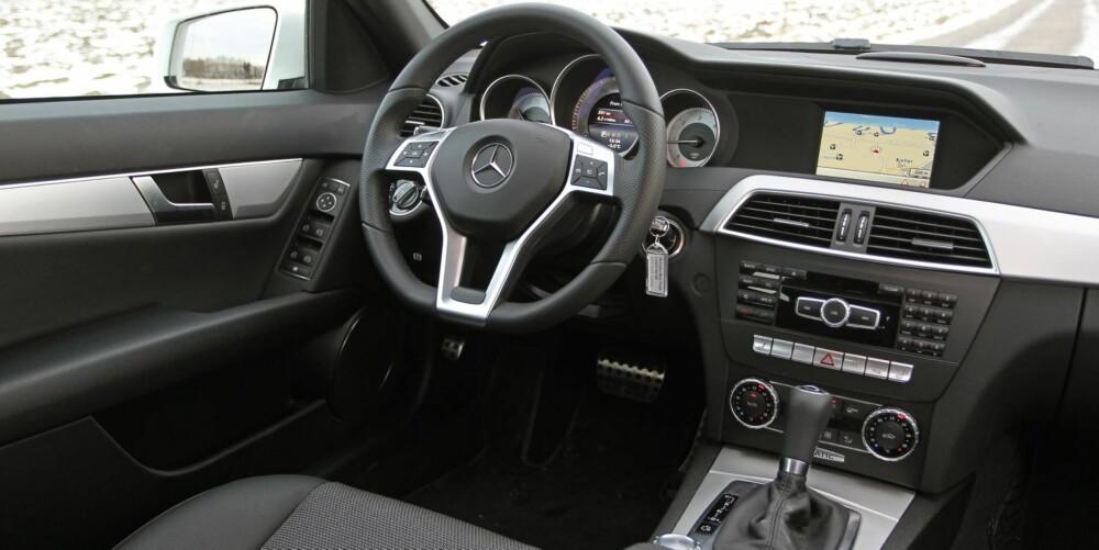 NÆR PERFEKT: Med faceliften i 2011 ble også interiøret oppgradert. Sittekomforten og ergonomien er i toppklasse. Det samme er kvalitetsfølelsen.