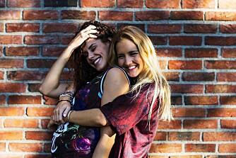 PROVOSERER: Kelly Bricen og Nora Angeltveit er jentene bak bloggen «Radiculouslife»