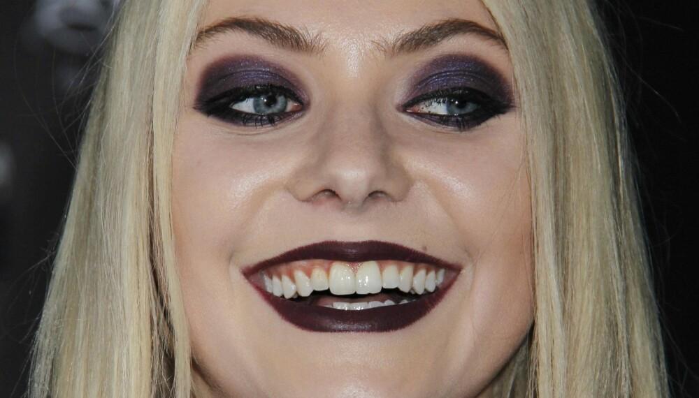 FREM MED VÅTSERVIETTENE: Taylor Momsen, kjent fra Gossip Girl, har visst en musikkarriere, men ærlig talt får vi bare lyst til å finne frem våtserviettene - eller i det minste svinge med pudderkosten, når vi ser dette bildet.