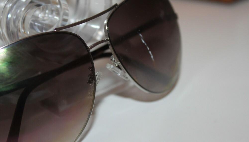 de53e2a3a343 FÅTT RIPE  Solbrillene mine har blitt skrapet langsmed parkettgulvet av en  rampete 2-åring