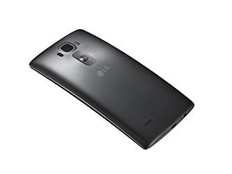 BAKKNAPPER: LG fortsetter med å plassere alle fysiske knapper helt bakpå mobilen. Det fungerer bra synes vi.