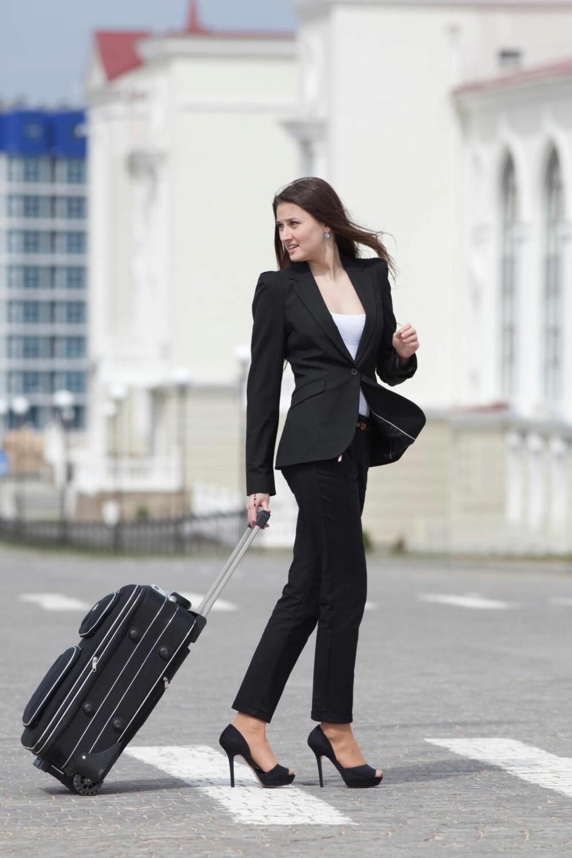 DRESSBUKSER: De sorte buksene er på ingen måte kjedelige.