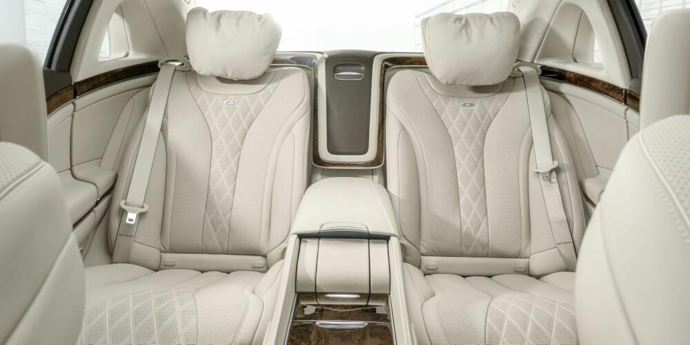 KOMFORT: Men man må legge på noen hundre tusen for å skaffe seg en «First Class Cabin». Dette deler kabinen bak opp i to vanvittig komfortable individuelle seter. Begge setene har 24 separate motorer med bevegelser som simulerer dem til en spesielt dyktig osteopat. FOTO: Produsent