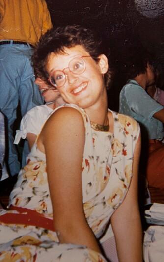 BLID OG POSITIV: 16 år gamle Bente som blid og utadvendt jente blant vennene i Jehovas vitner. Men inni henne begynte tvilen å vokse ...