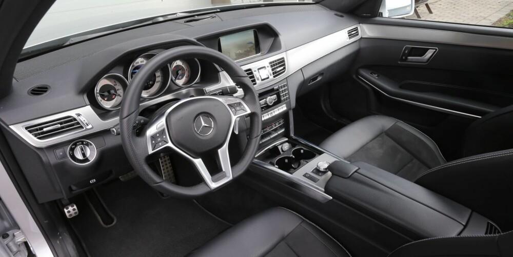 STILRENT: Ingen tvil at Mercedes-atmosfæren er på plass i nye E-klasse. Kvalitetsfølelsen er høy, selv når det kommer til detaljene.