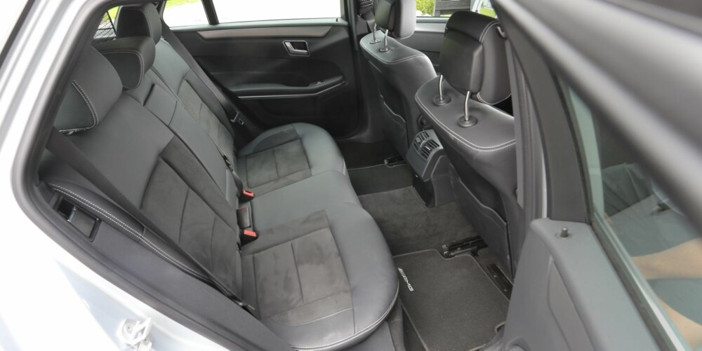 NOK TIL ALLE: Bakseteplassen i Mercedes-Benz E-klasse er bra i alle retninger, med et lite ekstra pluss for benplassen.