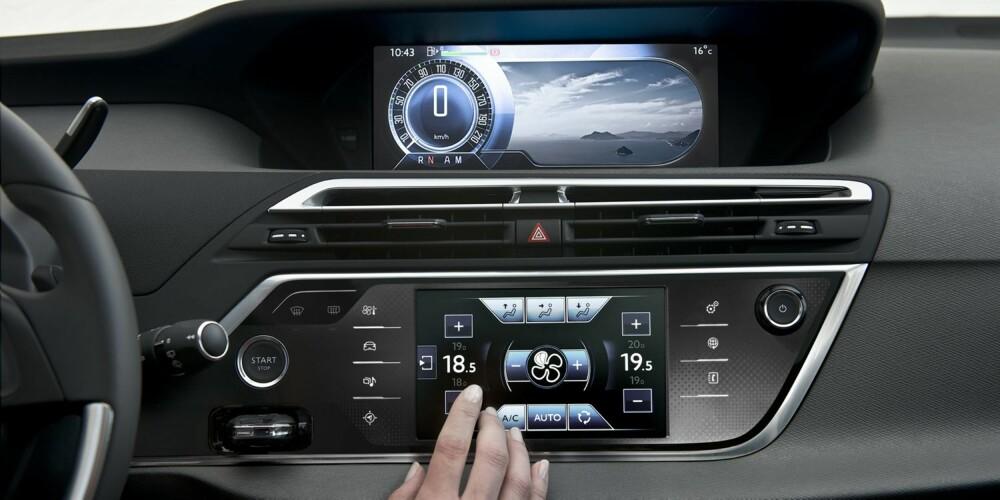 MODERNE: To store skjermer dominerer dashbordet. FOTO: Citroën