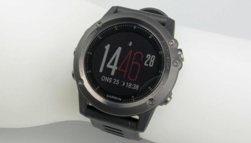 STOR OG TØFF: Garmin Fenix 3 er først og fremst en GPS-basert pulsklokke, med er også et aktivitetsarmbånd, en slags smartklokke og ikke minst en hverdagsklokke.
