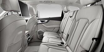 Cockpit    </br><font size=_2_><b>Verbrauchsangaben Audi Q7:</b></br>Kraftstoffverbrauch in l/100km kombiniert: 8,3 ? 5,7;</br>CO<sub>2</sub>-Emissionen in g/km kombiniert: 183 - 149</font>