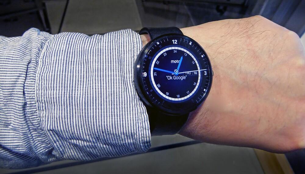 Motorola Moto 360 er en pen smartklokke, men mister ofte forbindelsen til mobilen.