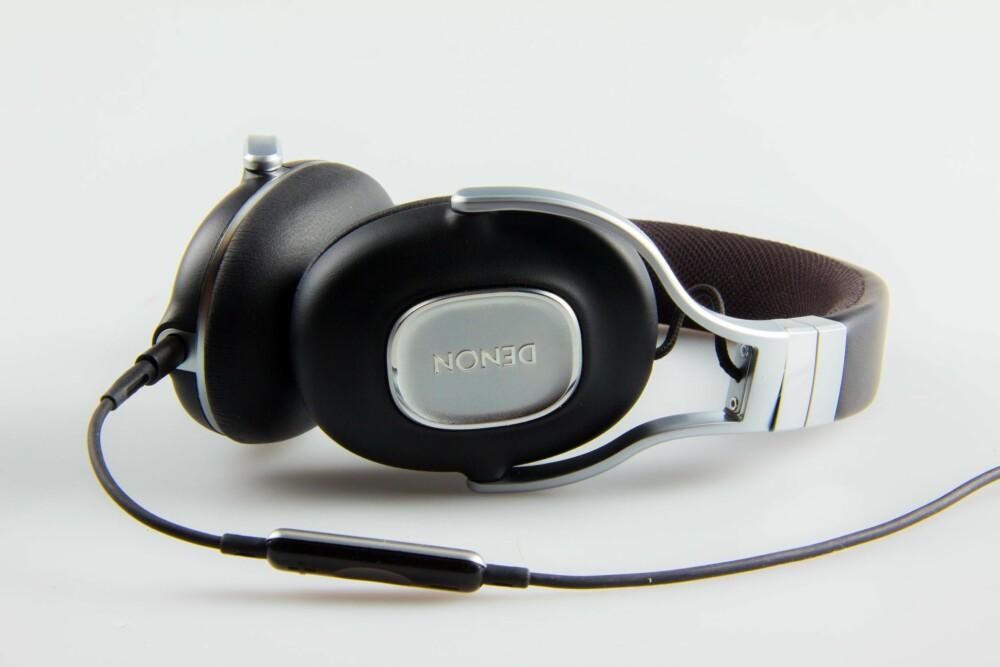 TIL MOBIL: Denon AH-MM300 kommer med to kabler. Den ene kan brukes til mobilsamtaler om du ønsker det.