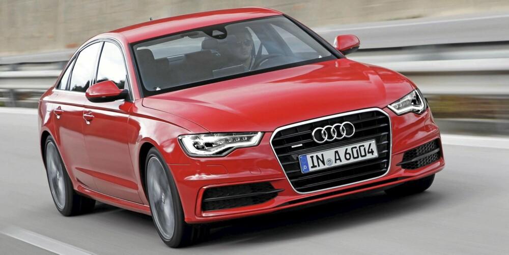 SINTE ØYNE: Audi pleier sitt sportsimage med aggressive lykter i fronten. Lyktene kan få i en hel-LED-variant som ved hjelp av data fra Google Earth avpasser lysstyrken og dreier lyskjeglen automatisk.