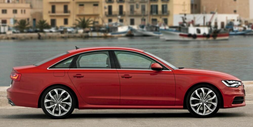 STOR SEDAN: Audi A6 er 492 cm lang og 146 cm høy. Dermed er det duket for langtrukne linjer. Mer av vekten er plassert mellom akslene, og det er gode nyheter for kjøreegenskapene.
