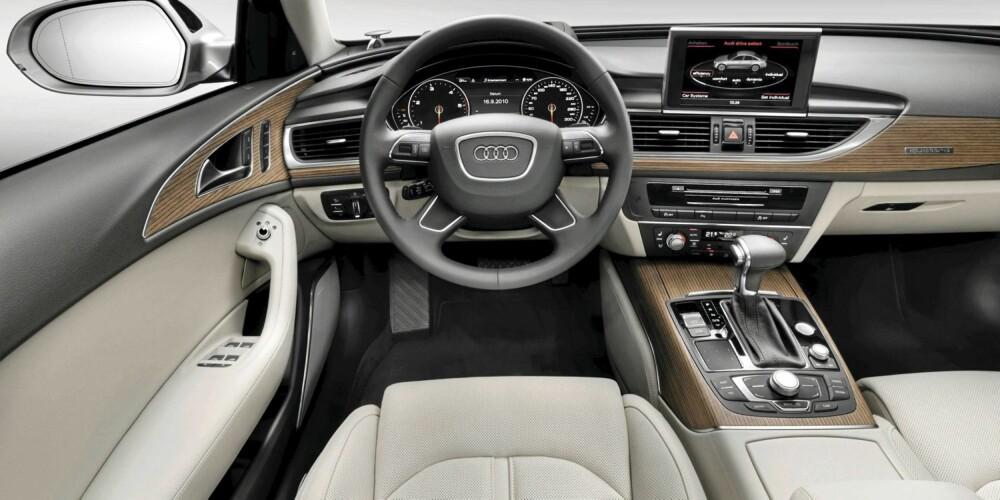 OMSLUTTENDE: Interiøret buer seg rundt de to i forsetene. Finishen er slik vi er blitt vant til i Audi: Fenomenal.