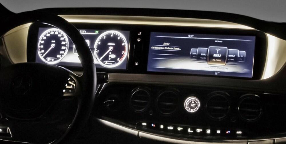 STØRST: To store, høyoppløste skjermer på 12,3 tommer dominerer dashbordet. FOTO: Daimler AG