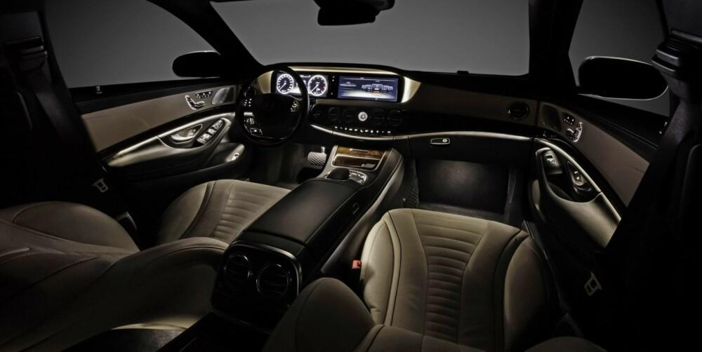 BELYSNING: Mercedes S-klasse med ambience belysning innvendig. FOTO: Daimler AG
