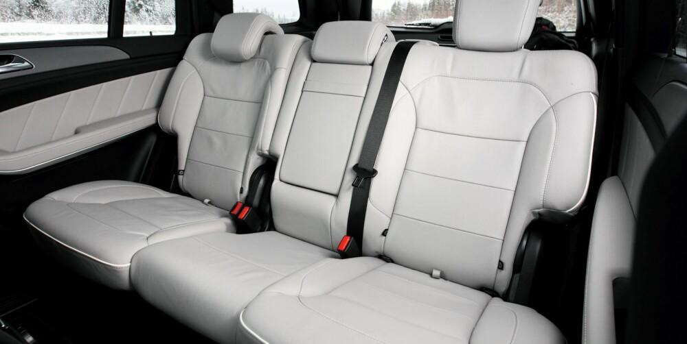HAV AV PLASS: Baksetet i Mercedes-Benz GL har rikelig plass til barneseter og kan bli krigssone i den store iPad-striden. FOTO: Egil Nordlien, HM Foto