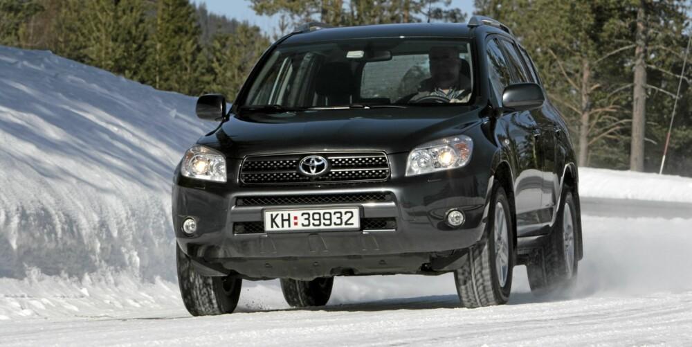 TRYGT KJØP: Noen år gamle Toyota RAV4 ser ut til å være et trygt bruktbilkjøp. Foto: Kjell Magne Aalbergsjø
