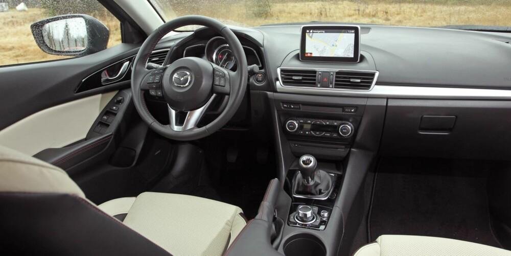 ALT INKLUDERT: I utstyrsgrad Optimum har Mazda 3 mye utstyr; skinn, navigasjon, elektrisk setejustering og lydanlegg fra Bose er noen eksempler. FOTO: Petter Handeland