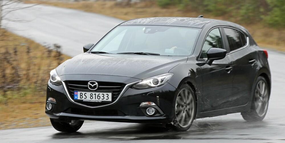 FIN KOMPAKT: Det er lenge siden en kompaktbilnyhet har fått oss til å gå i runder rundt bilen. Det greier Mazda 3. FOTO: Mazda