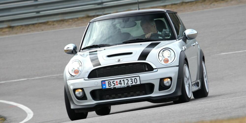 RASK OG GJERRIG: Mini Cooper S er lynrask, men likevel gjerrig: 1598 cm³, 184 hk, 260 Nm, 0-100 km/t 7,0 sek., toppfart 228 km/t, testforbruk 0,63 l/mil. FOTO: Petter Handeland