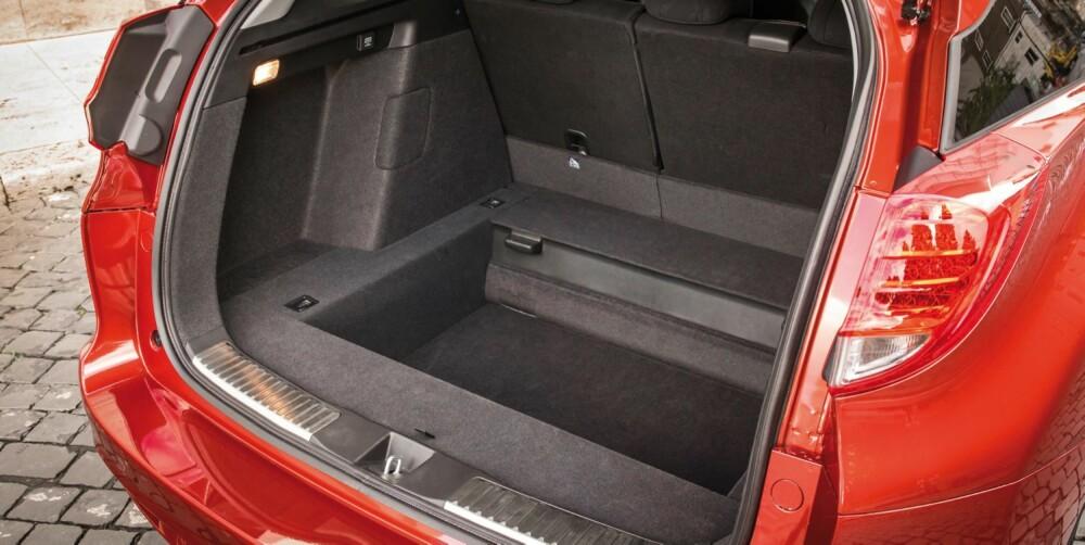 ENORM PLASS: Nye Civic stasjonsvogn har et oppgitt bagasjeromsvolum på 624 liter. Det er desidert størst blant kompaktklassestasjonsvognene.