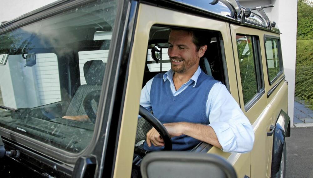 FORNØYD: Øivind Lie er nå på sin andre Land Rover, og er generelt sett fornøyd med bilen. Han har sluppet unna de største problemene, men har hatt noen småfeil. ¿ Det har stort sett vært det elektriske som har kranglet, sier han.