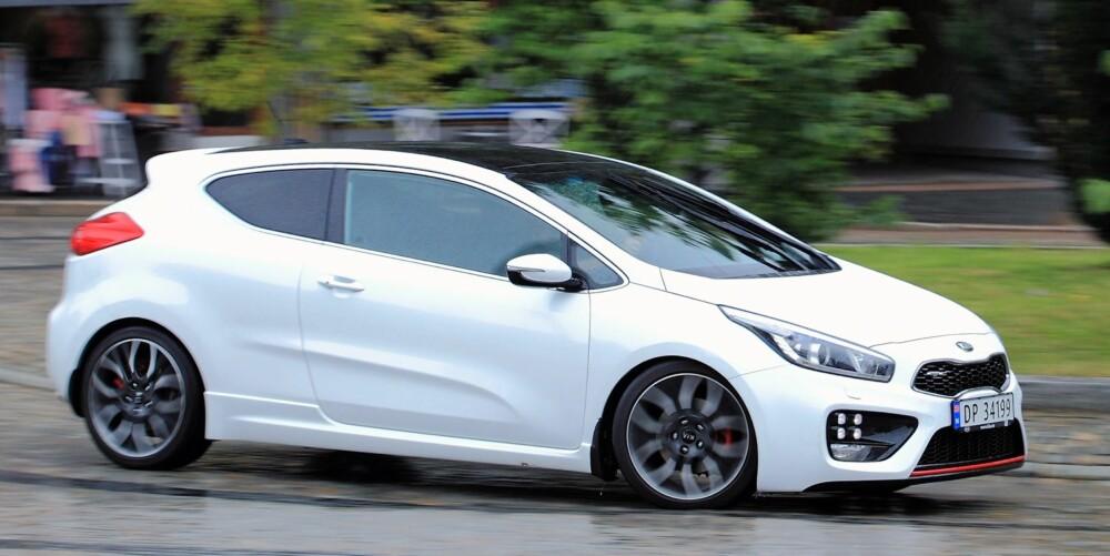 LANGTRUKKEN: Linjene er lange på Kia Pro_Cee'd GT. Bilen er designet i Tyskland av formgivere Kia har hentet fra toneangivende merker. FOTO: Egil Nordlien, HM Foto