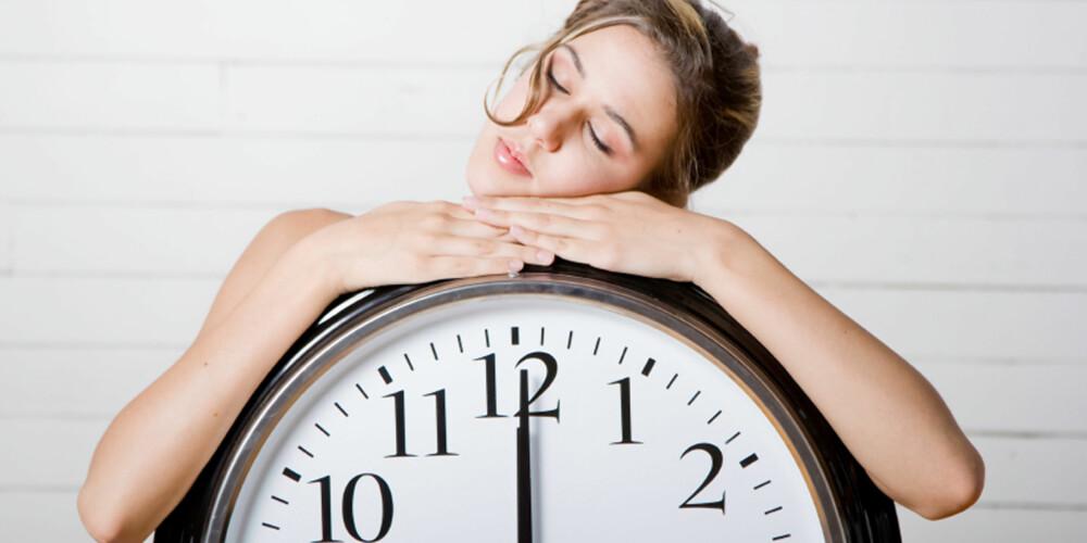 SÅ MYE SØVN TRENGER HUDEN: Ifølge ekspertene holder det med 7 til 8 timer på øyet for å holde huden pen.