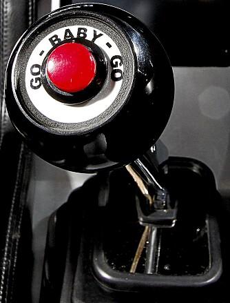 FULL SPRUT: Trykker man på denne knappen sparker 250 hester deg hardt i ryggen. I tillegg til de drøyt 500 som er bor der fra før.
