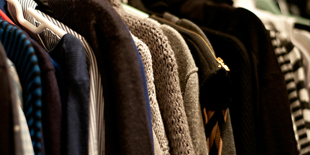 GARDEROBEN FULL: Hvem er vel ikke skyldig i å handle og handle, selv om garderobeskapet hjemme flyter over av klær?