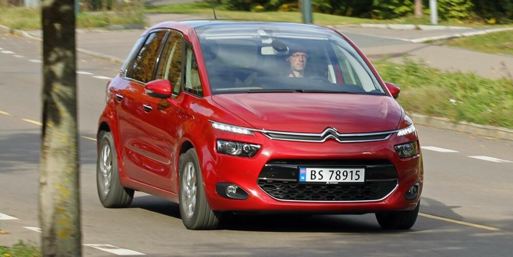 OVERRASKER: Citroën C4 Picasso greier seg svært bra i kjøreøvelsene våre. En smidig fjæring takler det meste av sjaber asfalt. FOTO: Petter Handeland