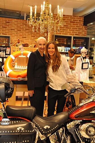 EKSPERT: Stor stas for Kamilles Sara (t.h.) å møte Kiehl's Cammie Cannella.