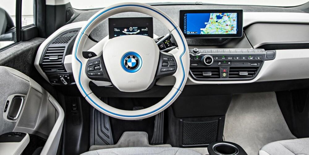 ANNERLEDES: Noen kjente BMW-detaljer finnes, men ellers skiller førermiljøet seg fra de fleste andre biler. Men vi liker det. FOTO: BMW