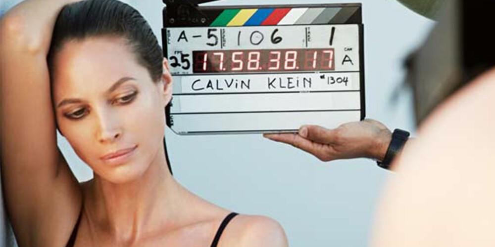 EVIG UNG: Christy Turlington stråler i Calvin Kleins siste undertøysreklame - i en alder av 44.