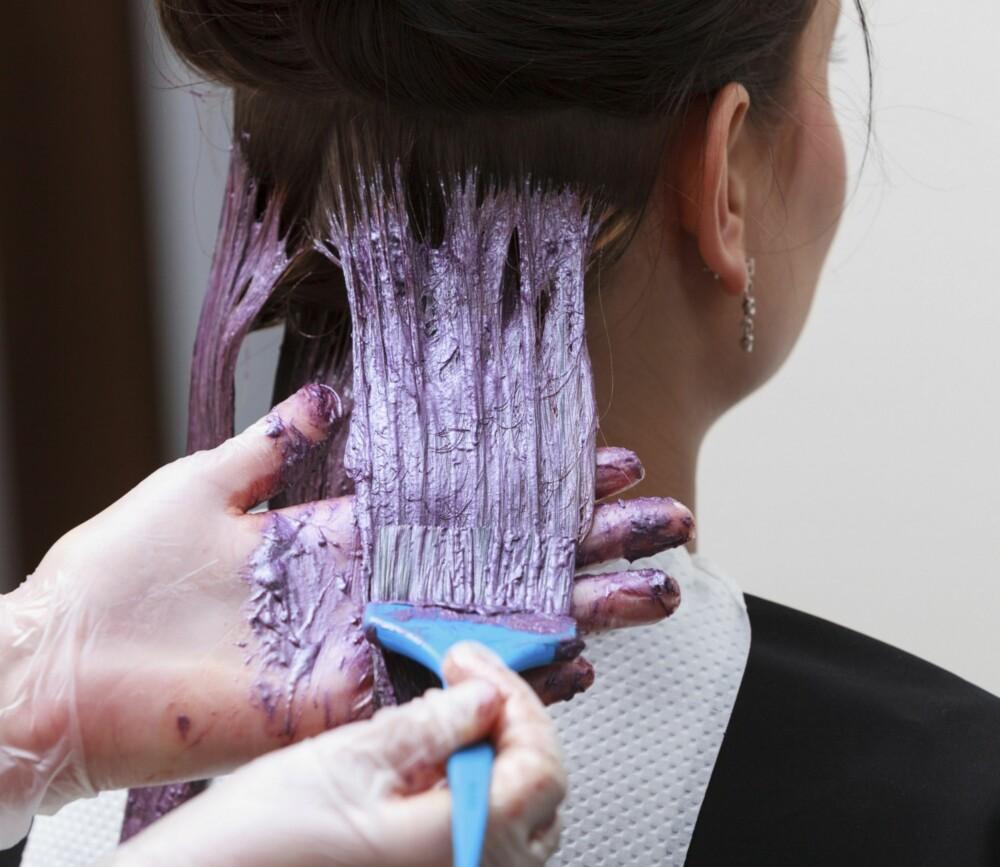 FARG STRATEGISK: Man trenger ikke bruke permant hårfarge ved hver farging. Har du fortsatt farge igjen i håret, holder det med minicolor eller glansvask.