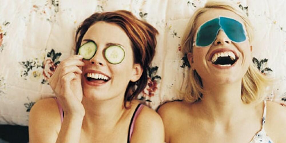 VENNER ER VEIEN TIL LYKKE?: - Her er lykkeforskningen relativt klar: Det å ha nære og sterke bånd til andre mennesker er noe av  det som gjør de fleste av oss aller mest lykkelig.