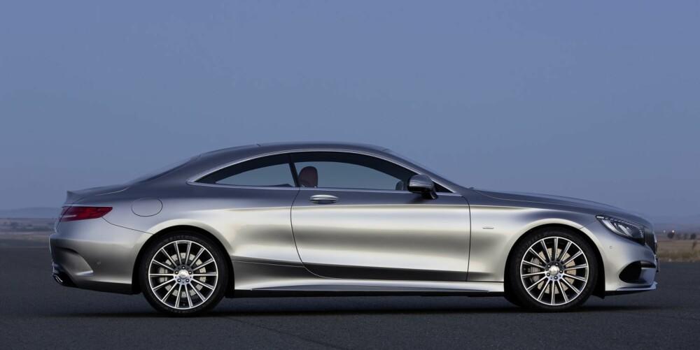 TODØRS: Også en coupéutgave av S-klasse er på vei. Mercedes regner todørsbilen som enda mer eksklusiv enn en vanlig S-klasse. FOTO: Mercedes-Benz