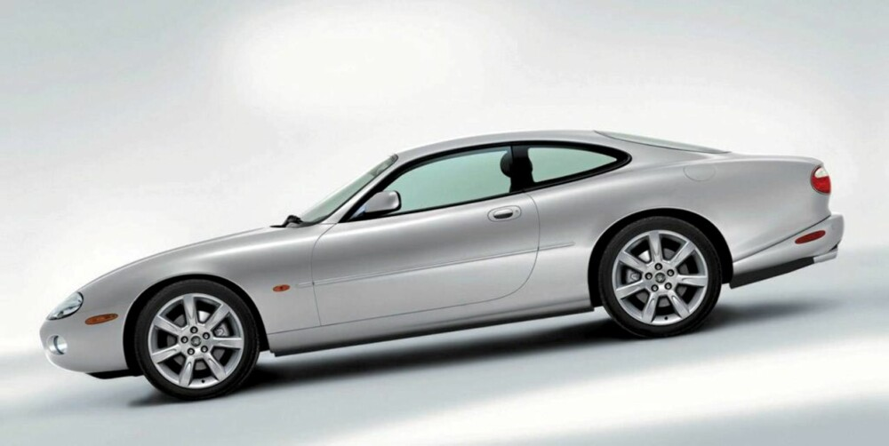 ALLER DÅRLIGST: Jaguar XK8 er den dårligste av alle bilene i undersøkelsen.