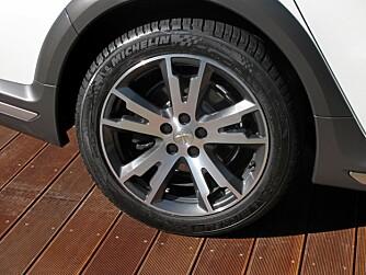 SMIDDE FELGER: ...og 18-tommershjul er standard. Foto: Geir Svardal