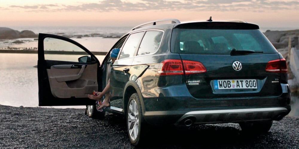 POPULÆR: Nordmenn liker biler med firehjulstrekk og høy bakkeklaring. Når man nå kan få denne kombinasjonen på Norges nest mest solgte bil, er det mye som tyder på at VW Passat Alltrack er den ultimate bilen for svært mange nordmenn. FOTO: VW