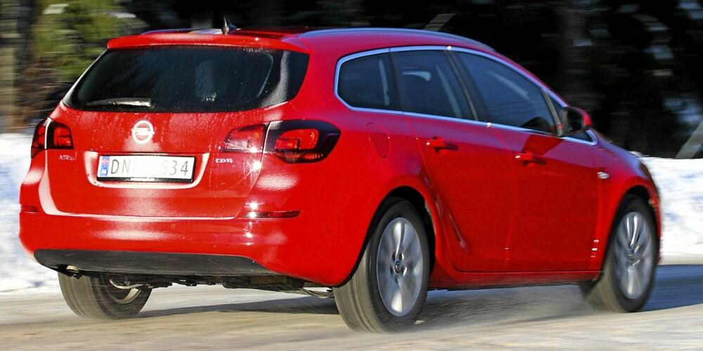 FIN BIL: Opel Astra stasjonsvogn har god innvendig plass og fine kjøreegenskaper, men en litt umoderne dieselmotor.